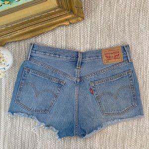 Size 27 Levis Cut Off blue denim short shorts!